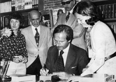 Dominique Lapierre signing his books for Turkish readers (1970)